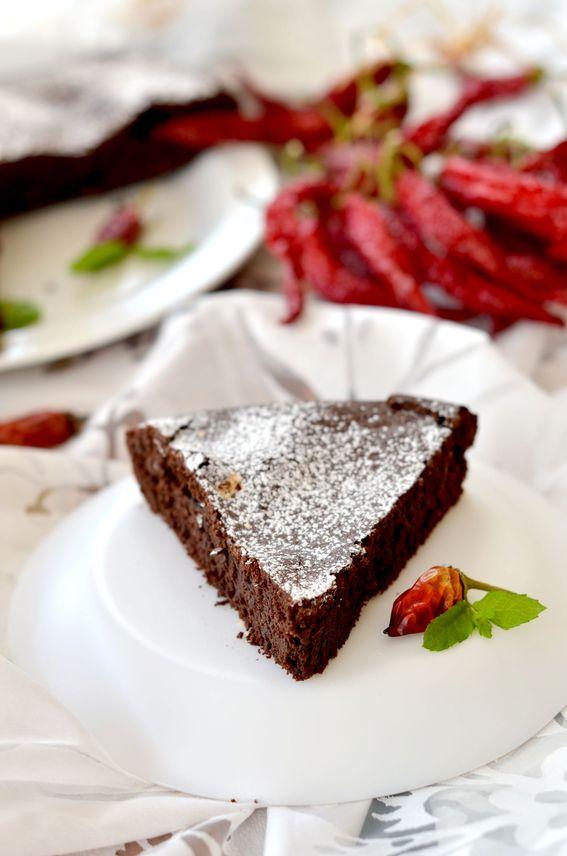 Torta al cioccolato extra fondente e peperoncino