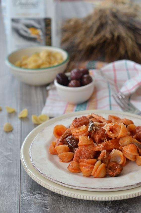 Orecchiette con funghi salsiccia di norcia e pecorino canestrato
