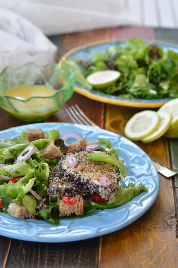 Pesce spada in crosta di semi con misticanza e vinaigrette