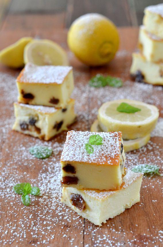 Quadrotti soffici di ricotta con uva sultanina e limone