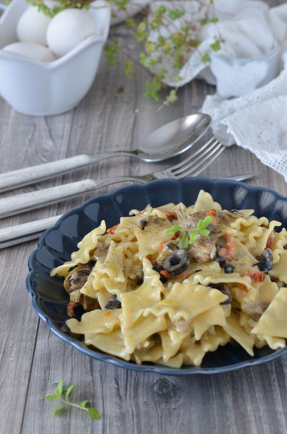 Pantacce con carciofi pomodori secchi olive e stracchino