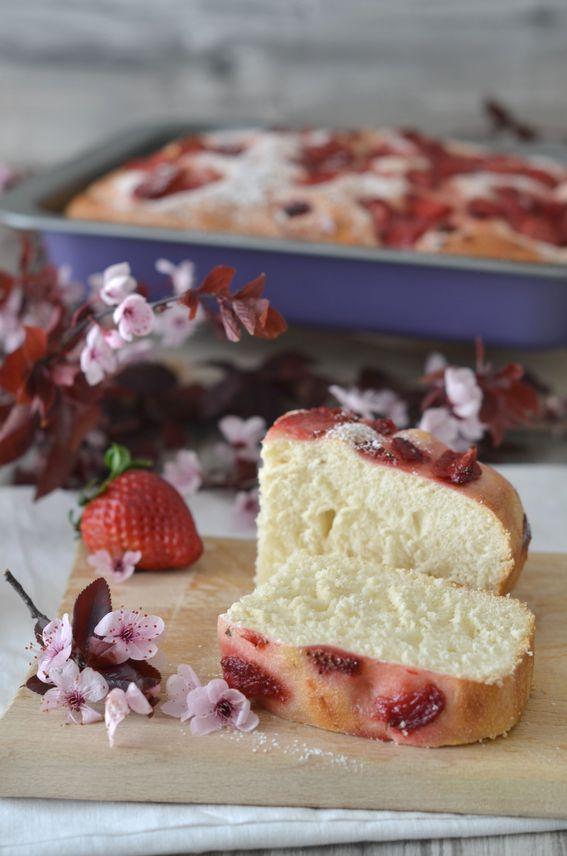 Focaccia dolce con fragole a lievitazione naturale