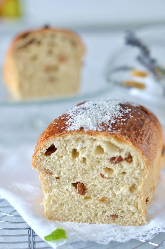 Pan bauletto con lievito madre farina di cocco e uvetta