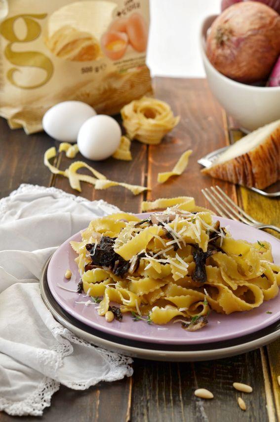 Rustiche all uovo con radicchio pinoli e canestrato pugliese