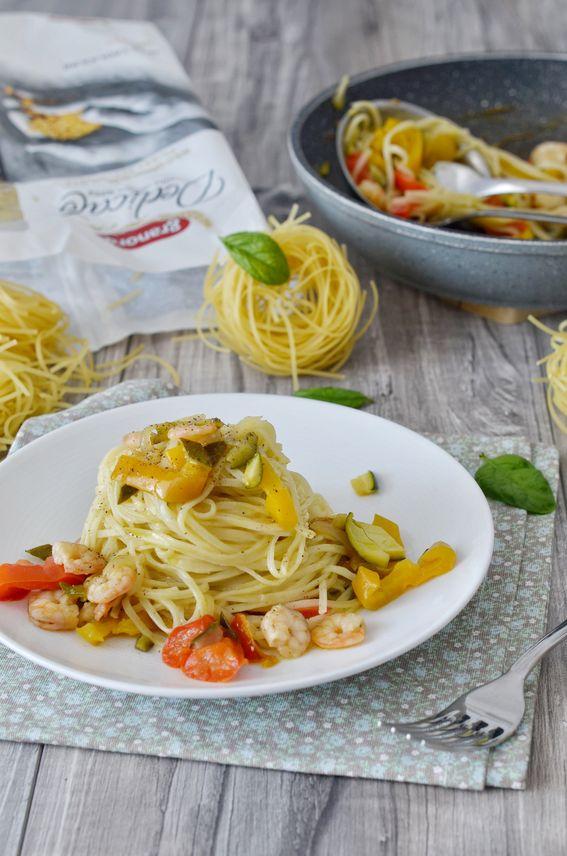 Tagliolini con gamberetti crema di zucchine e peperoni