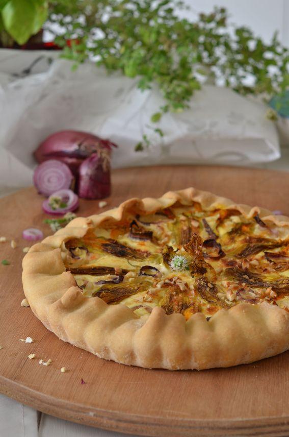 Torta salata con ripieno di ricotta fiori di zucca e anacardi