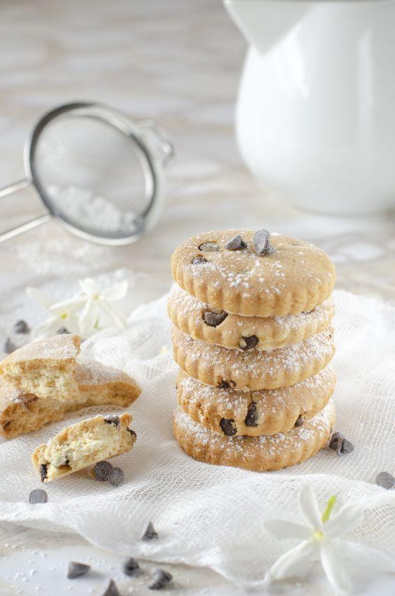 Biscotti con gocce di cioccolato ovvero biscotti simil gocciole