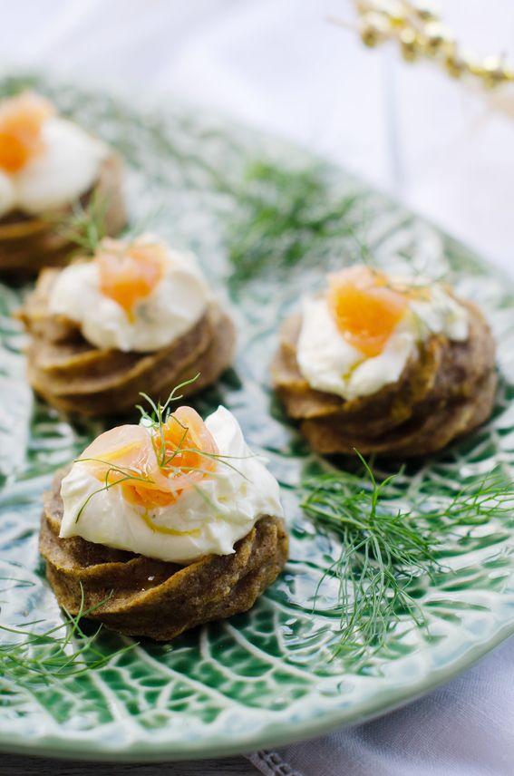 Cestini integrali di patate con crema di formaggio e salmone affumicato