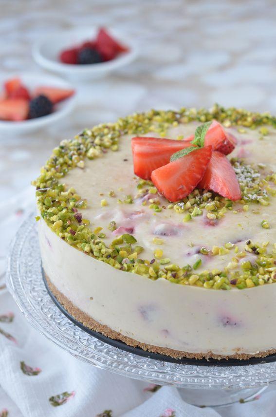 Cheesecake alle fragole senza cottura con ricotta e crema di pistacchio