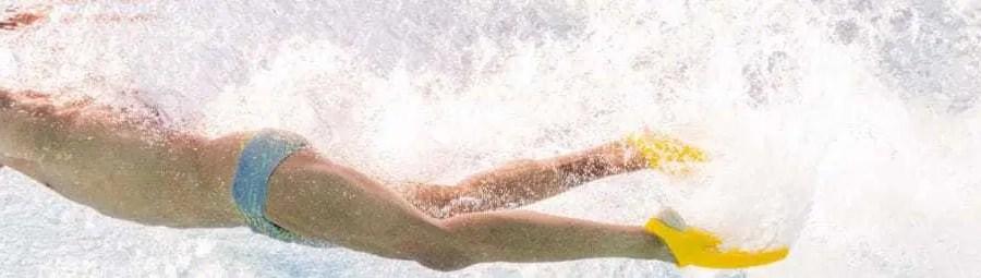 Imparare la battuta di gambe a nuoto