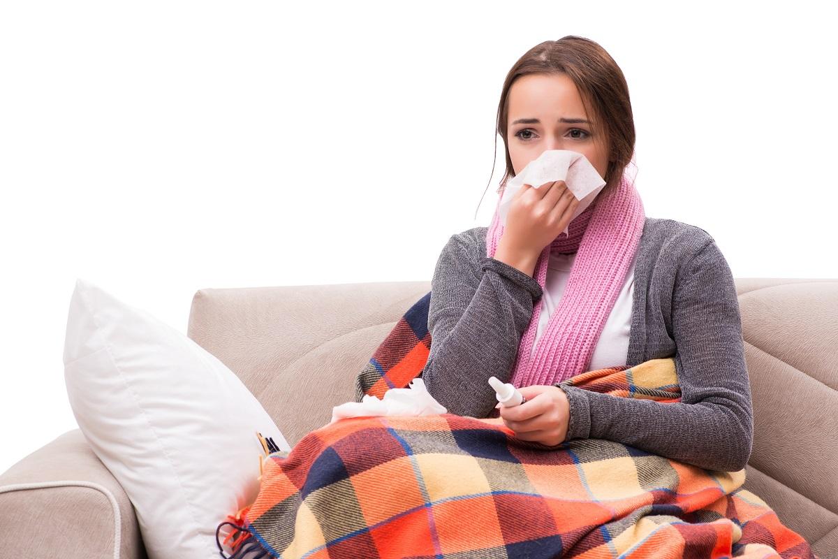 In arrivo il picco dell'influenza, quali sono i sintomi e come curarla