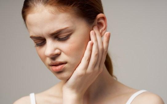 Sos otalgia in autunno: come contrastare efficacemente il mal d'orecchio
