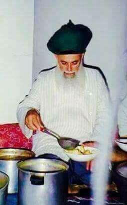 Mawlana Shaykh Nazim msn feeding, food, dishing,