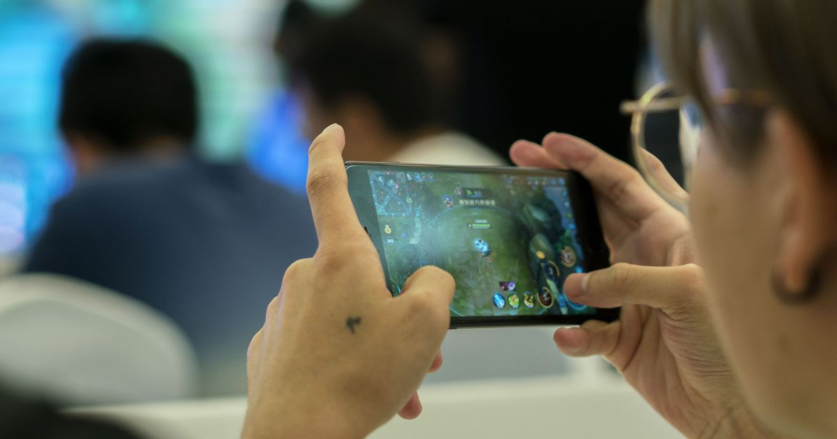 Woman goes blind after full day game marathon on her smartphone
