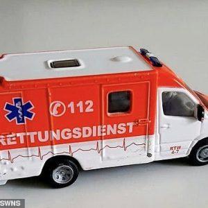 Bimbo salva la mamma diabetica chiamando il numero 112 presente sull'ambulanza giocattolo 1