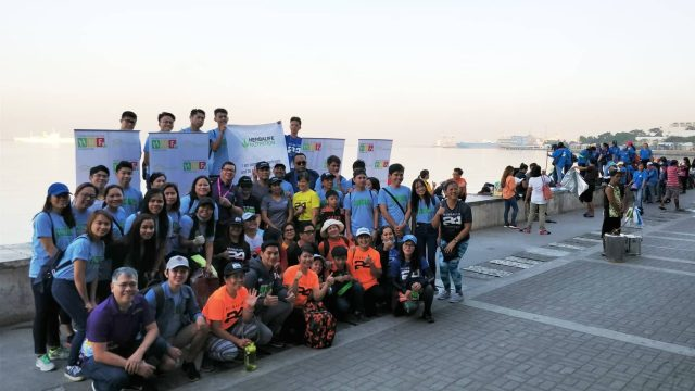 Around 100 employees and distributors join Herbalife Nutrition Manila Bay clean-up drive.