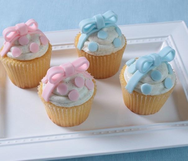 Baby-Shower-Polka-Dots-Cupcakes