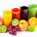 Ce alegem? Fructul întreg sau sucul de fructe??