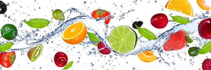 frutos e agua