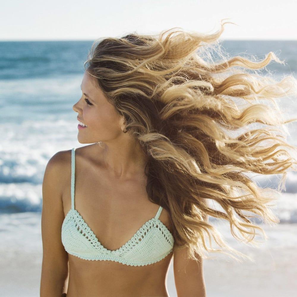 Come curare i capelli in spiaggia