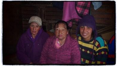 uc kusak bir arada anneanne, anne ve kizi