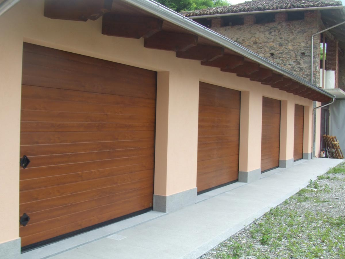 porte sezionali residenziali legno liscio