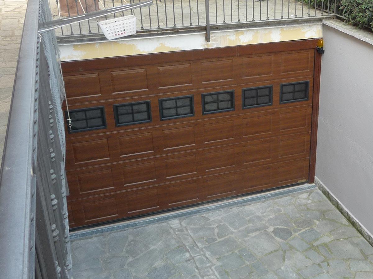porta sezionale in simil-legno