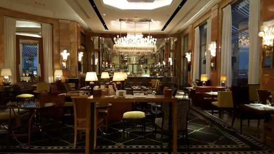 Bar Les Heures Prince de Galles Paris