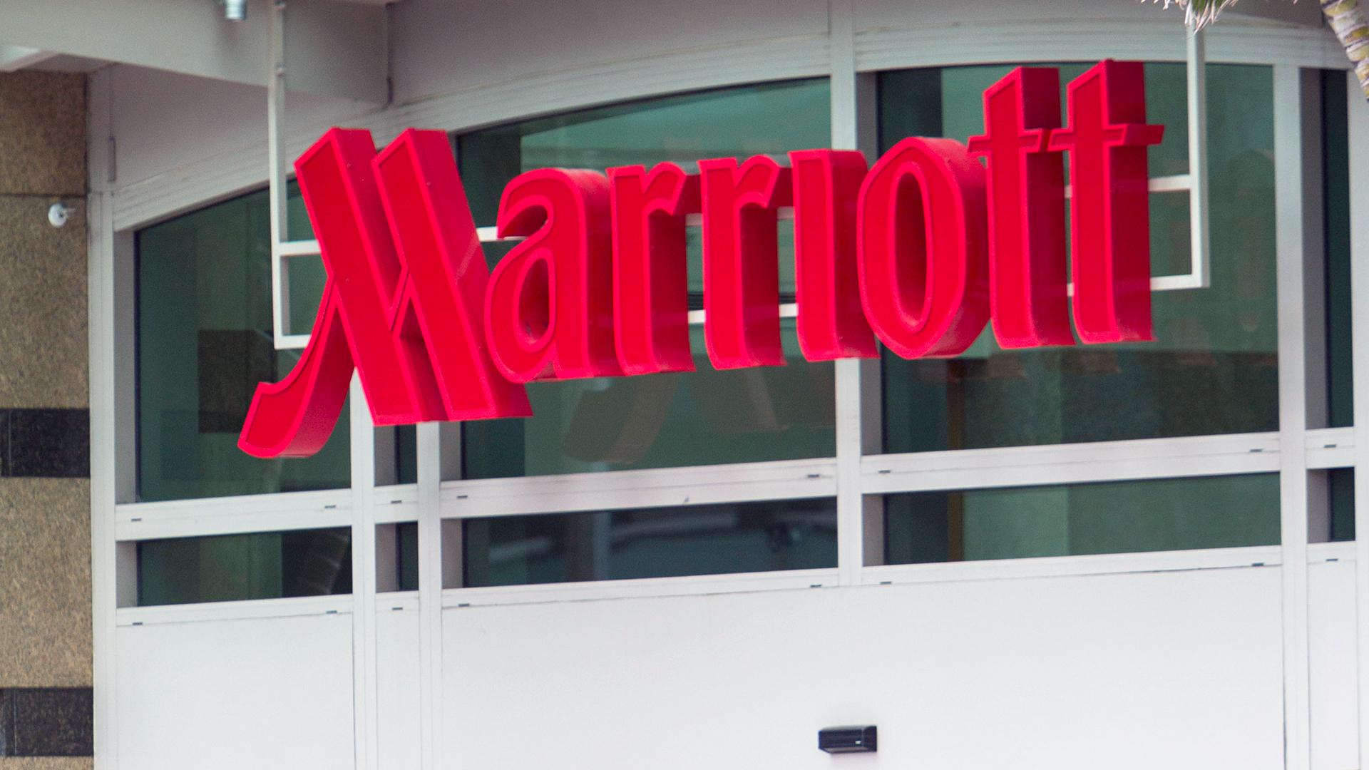 Marriott Hotel Sign-159532.jpg37524693