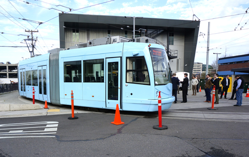 https://i2.wp.com/www.nwasianweekly.com/wp-content/uploads/2015/34_16/com_streetcar2.JPG?resize=500%2C317