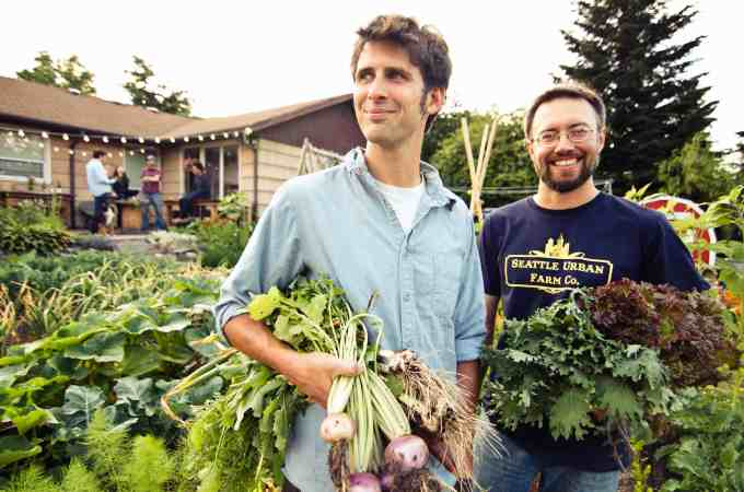 Giveaway: Food Grown Right, In Your Backyard + Year Round Gardening Like The Pros