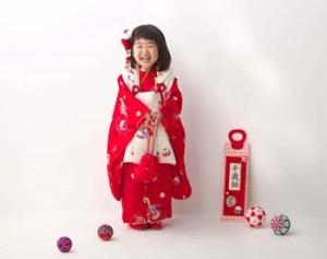 スタジオ内の3歳女の子の七五三の前撮り写真