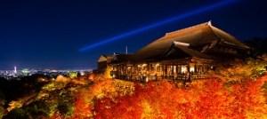 京都・清水寺の紅葉風景