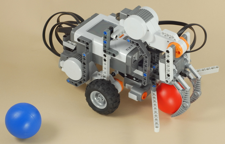 LEGO Mindstorms NXT Ball Hunter