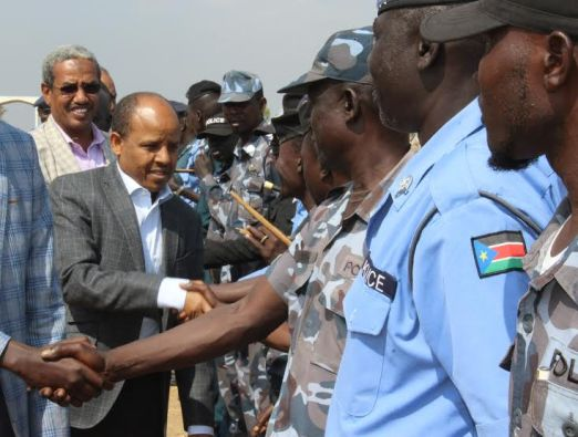 The Ceasefire & Transitional Security Arrangements Monitoring Mechanism (CTSAMM) chairman, Gen. Molla Hailemariam, greeting South Sudan police forces(Photo: CSTAMM file)