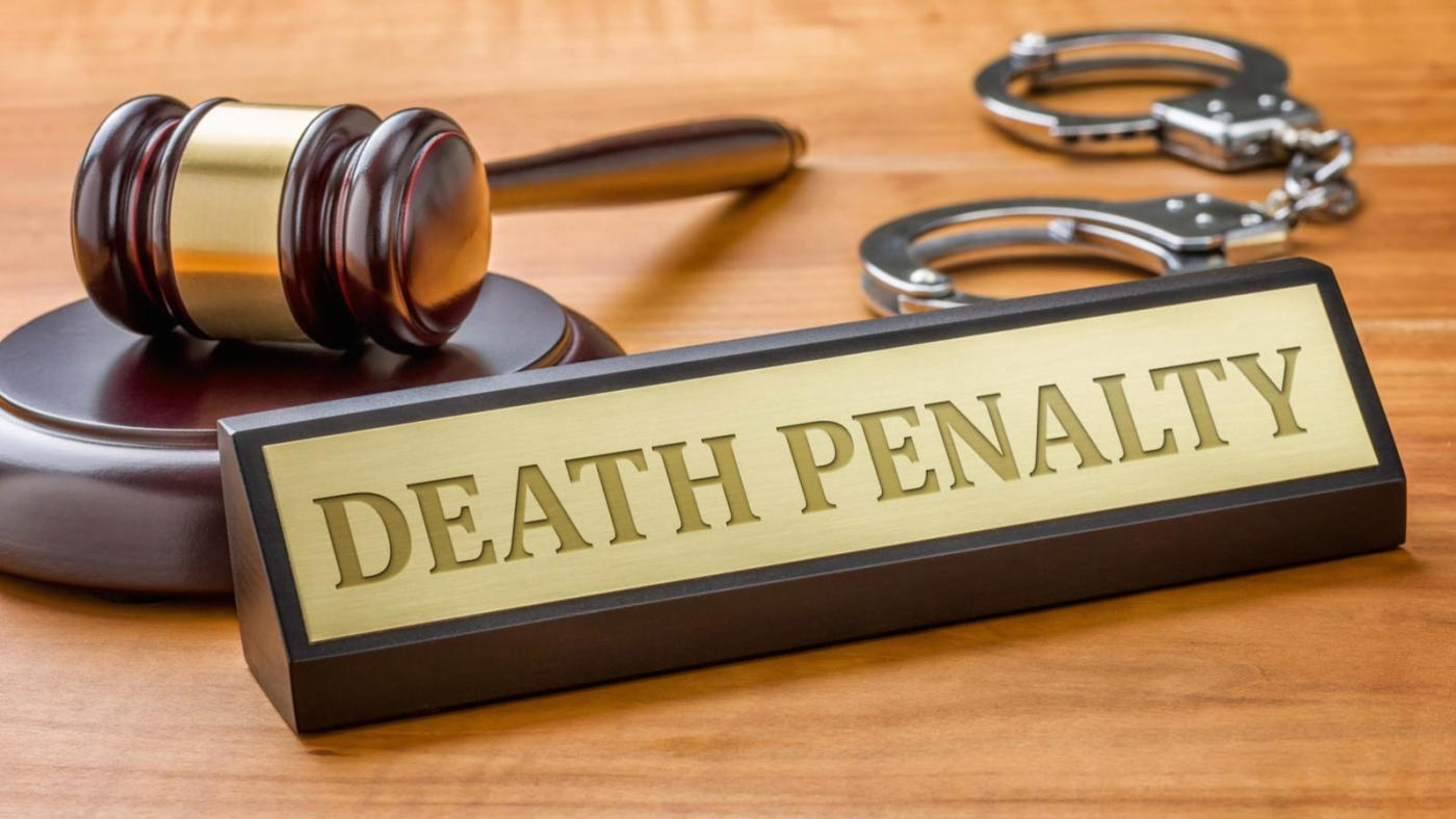 A gavel and a name plate with the engraving Death Penalty