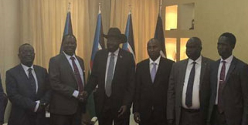Raila Odinga (c) shakes hand with president Kiir (c) (File photo)