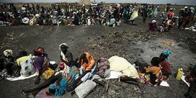 A large number of people waiting for food air-drops by the International Committee of the Red Cross, outside Thonyor, in South Sudan, on Feb 3, 2016. (Photo credit: AFP)