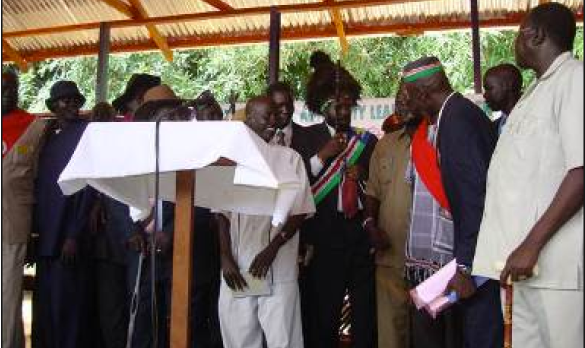 President Kiir flanked by members of the tribal Jieng Council of Elders (File photo)