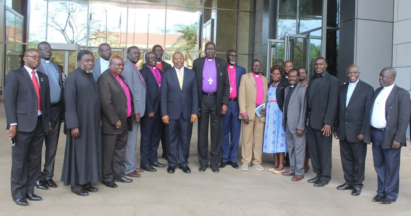 Ugandan Prime Minister, Rugunda, posts for agroup photo with the leaders of South Sudan Council of Churches who meet Ugandan Government to discuss peace in South Sudan(Photo credit: PMPU/Nyamilepedia)