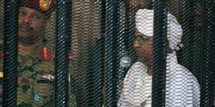 Sudanese former preident Omar al-Bashir as he appears in court for the first time since his ouster (File/Supplied/Nyamilepedia)