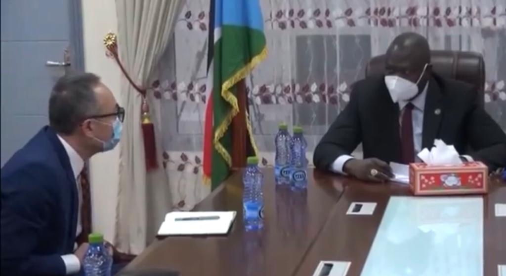UN Deputy Special Representative of the Secretary-General and deputy head of UN mission in South Sudan, Guang Cong [left] meeting First Vice President Dr. Riek Machar Teny in his office in Juba (Photo credit: SSBC)