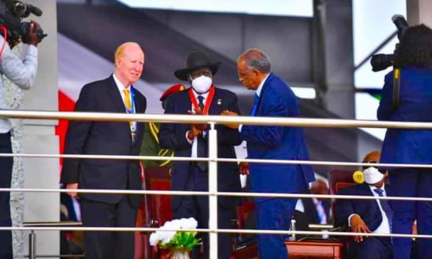 President Salva Kii being presented with an international peace prize by the Universal Peace Federation (UPF) for mediating Sudan's peace agreement(Photo credit: file)
