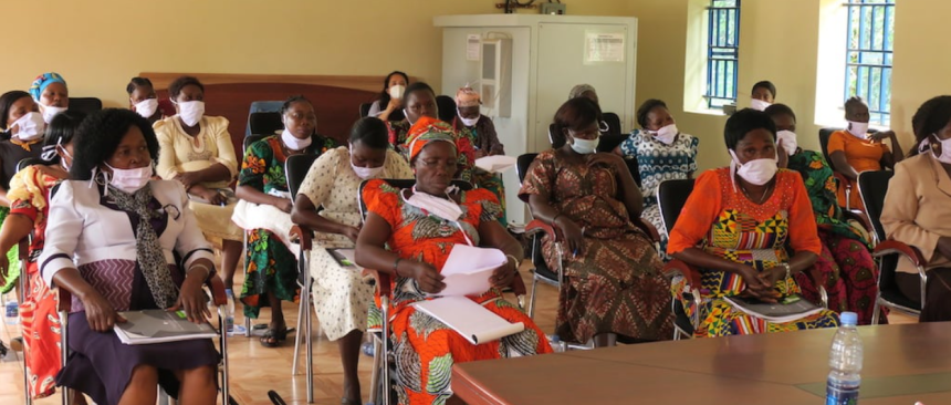 Western Equatorian women affiliated with different political parties discussing their participation and representation in South Sudanese politics at an UNMISS led forum(Photo credit: UNMISS)
