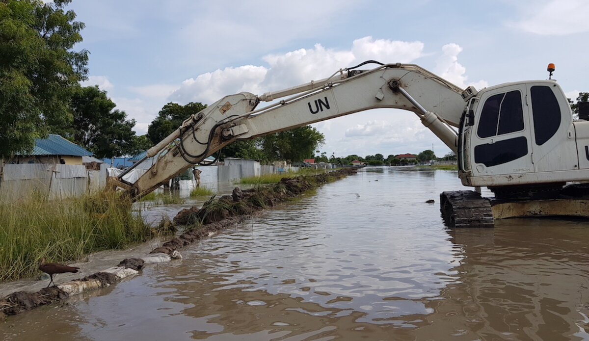 South Korean engineering troops serving with UNMISS are protecting residents in Bor from the effects of unprecedented floods.(Photo credit: courtesy image/UNMISS)