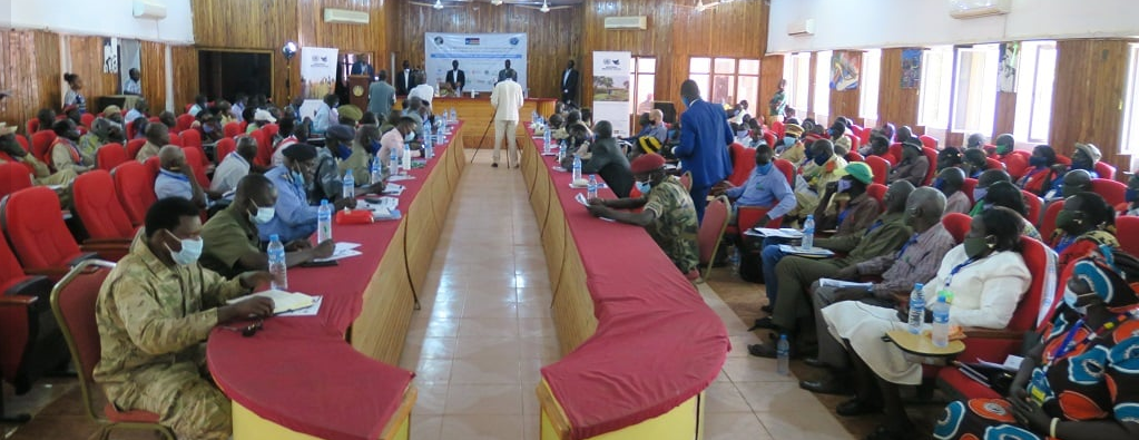 Leaders from Western Bahr el Ghazal and Warrap reviewing farmers agreement called Marial-Bai agreement(Photo credit: courtesy image/UNMISS)