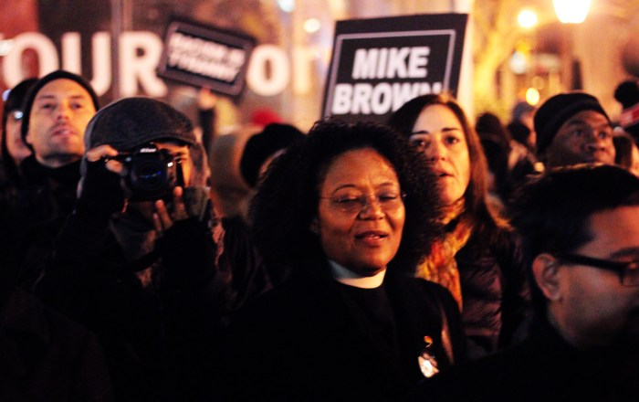 Prayer for City Hall. Rev. Julie Johnson Staples from Riverside Church. Foley Square, north side. Photo: Pauline Dolle