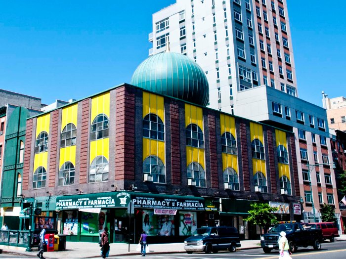 Masjid Malcolm Shabazz at 116th Street and Malcolm X Blvd. Photo: Tony Carnes/A Journey through NYC religions