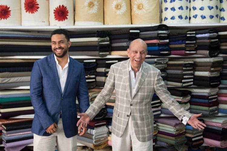 El fenecido empresario Salvador Sadhalà, derecha, a cuya memoria se dedica el torneo, junto a su hijo del mismo nombre. Foto fuente externa.