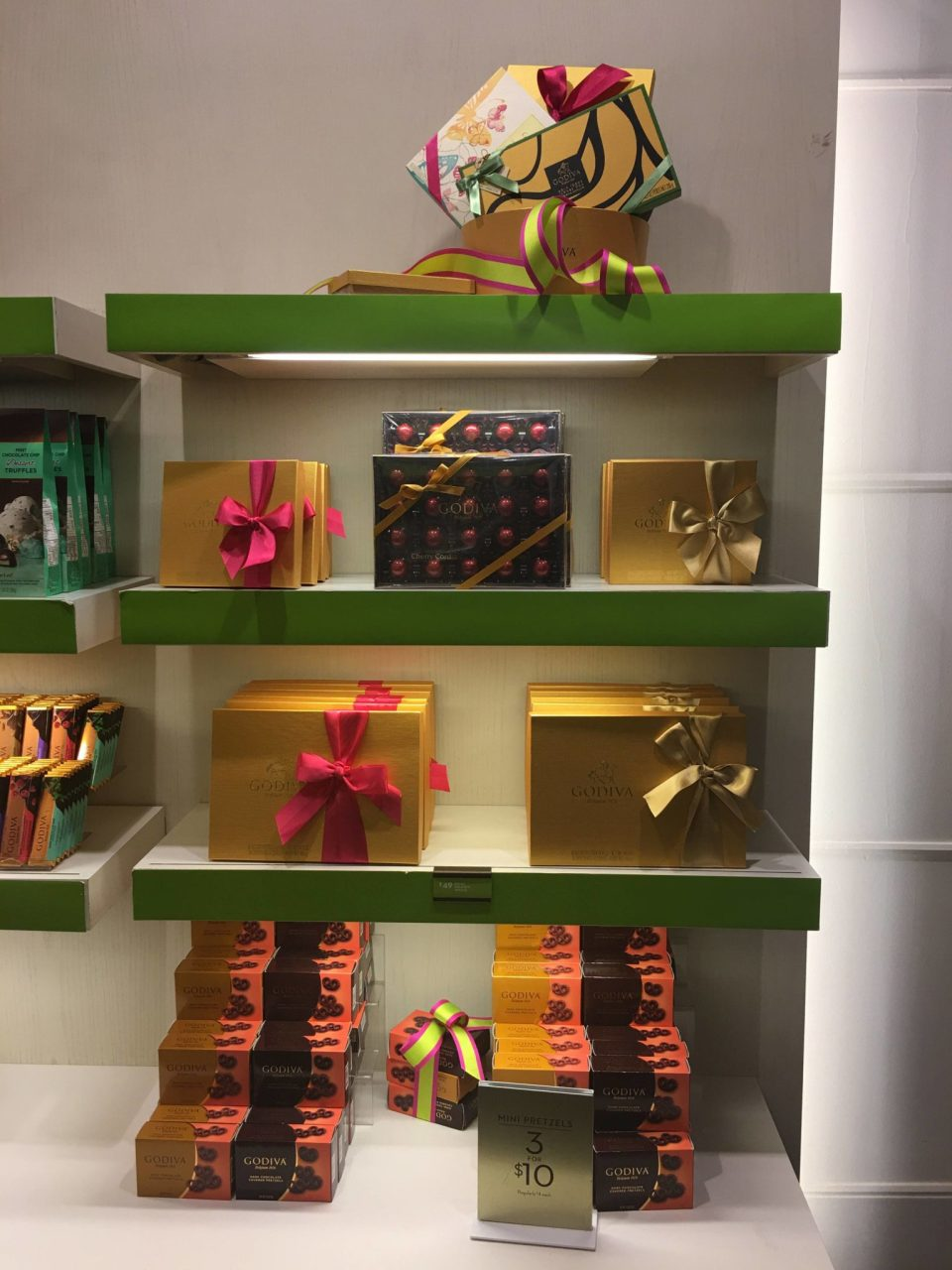 Still wondering what to get mom for Mother's Day? Get her what she really wants! Here it is -- Mom wants all the chocolate for Mother's Day #OMGodiva